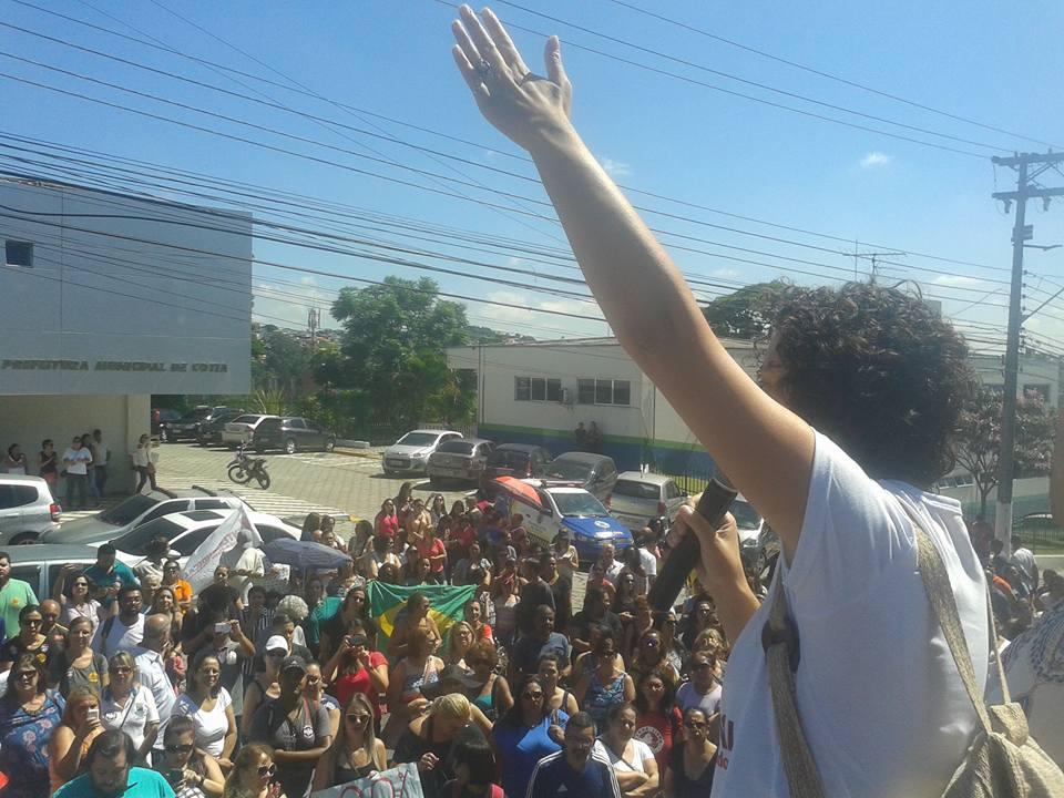 Prefeito de Cotia Rogério Franco responde sobre ameaça de greve do magistério