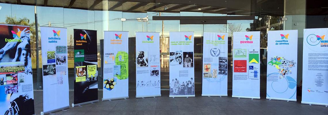 Poupatempo de Cotia recebe exposição do Memorial da Inclusão