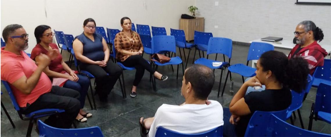 Grupo de voluntários realiza trabalho com dependentes químicos em Jandira