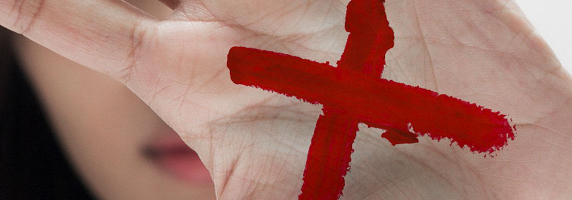 Sinal Vermelho: campanha incentiva denúncia de violência doméstica nas farmácias