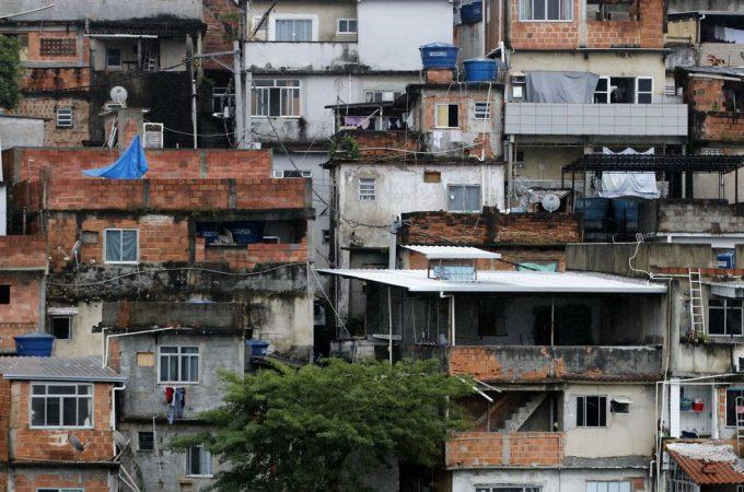 Racismo estrutural pesa no impacto da covid nas favelas