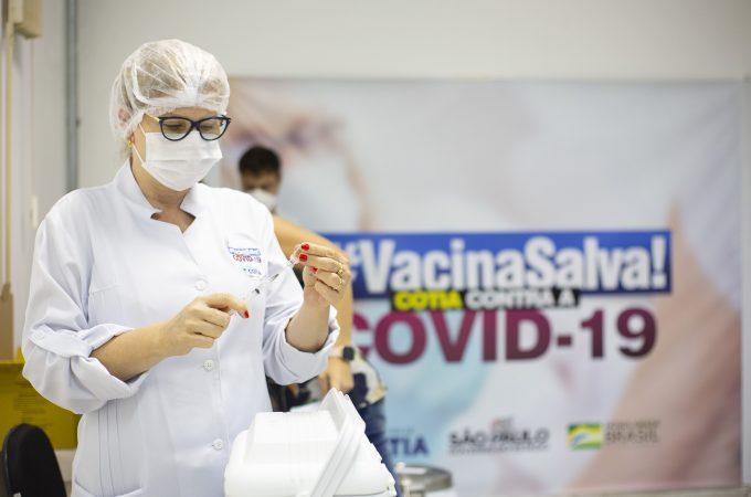 Cotia precisa de 40 mil doses de vacinas contra covid para imunizar público alvo