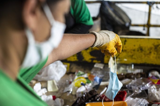 Descarte irregular de máscaras descartáveis preocupa recicladores